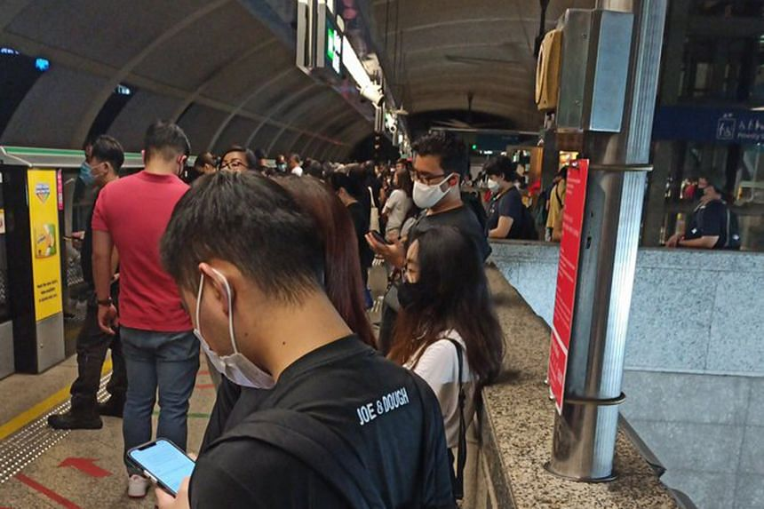 Commuters at Aljunied MRT station at around 10pm on Feb 25, after service on the East-West Line was disrupted.