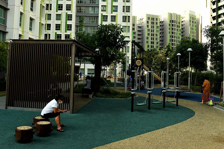Garden-themed playgrounds, viewing decks, open lawns and trellised linkways were built at Alkaff Vista to encourage community interaction among residents.