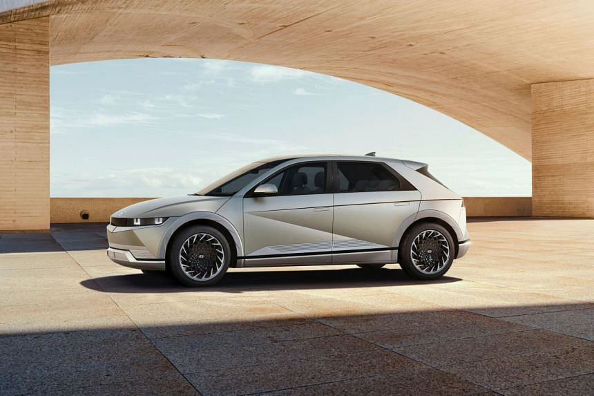 The Hyundai Ioniq 5 is able to take power from an 800-volt fast charger.