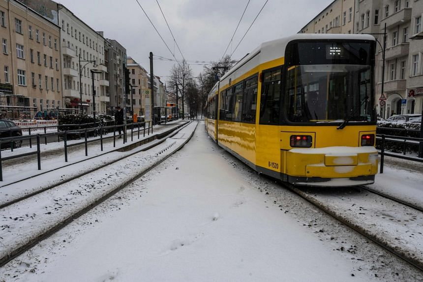 Public transport between Moselle and the German states of Rhineland-Palatinate and Saarland will be suspended.