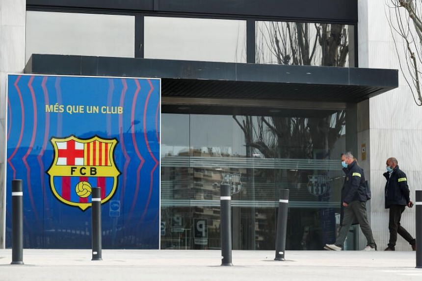 Mossos d'Esquadra police officers arrive at the offices of FC Barcelona in Barcelona on March 1, 2021.