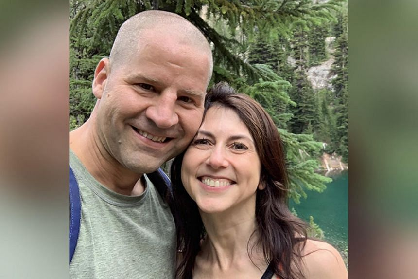 Mr Dan Jewett, a teacher at the private Lakeside School, signalled his marriage to Ms Scott on the website for the Giving Pledge.