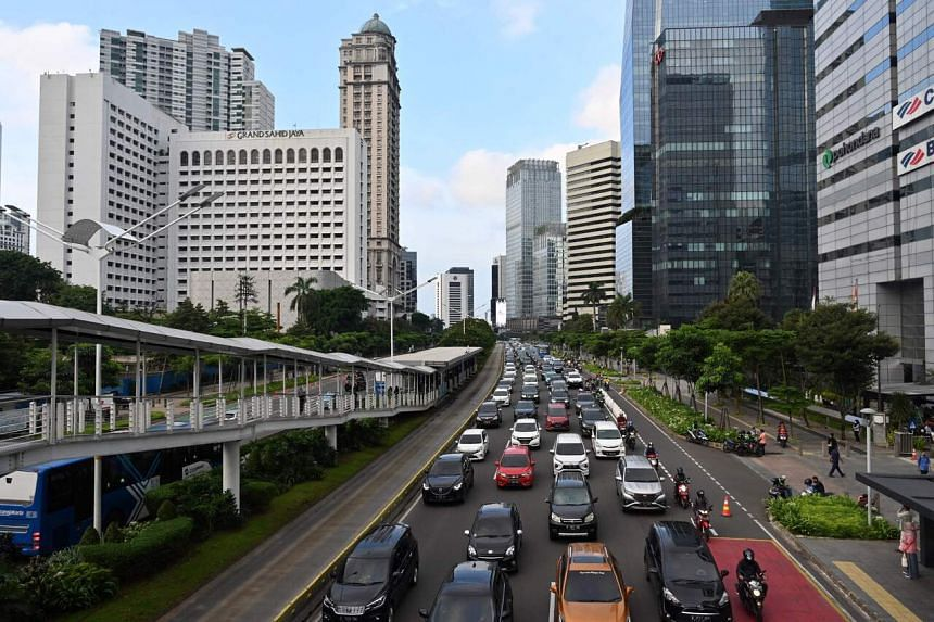 A proposed omnibus financial sector reform bill would require Bank Indonesia to take into account the government's broad economic strategy.