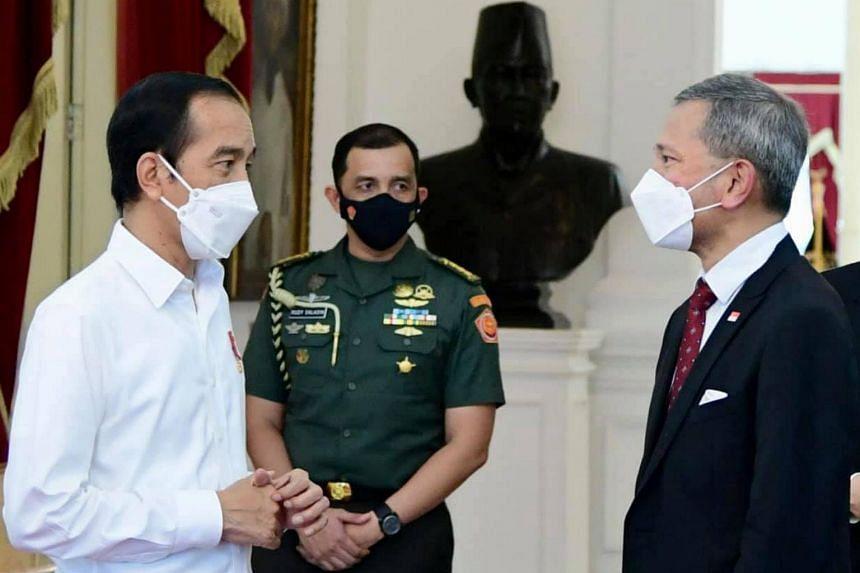 Singapore Foreign Minister Vivian Balakrishnan (right) meeting Indonesian President Joko Widodo during a visit to Jakarta, on March 26, 2021.