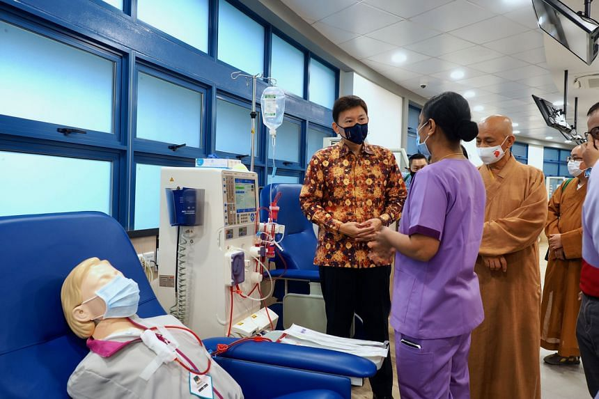 Nurse manager Dolly Ponniyil Poulose explains the treatment process for haemodialysis to Senior Minister of State for Foreign Affairs and Transport Chee Hong Tat (left) on March 28, 2021.