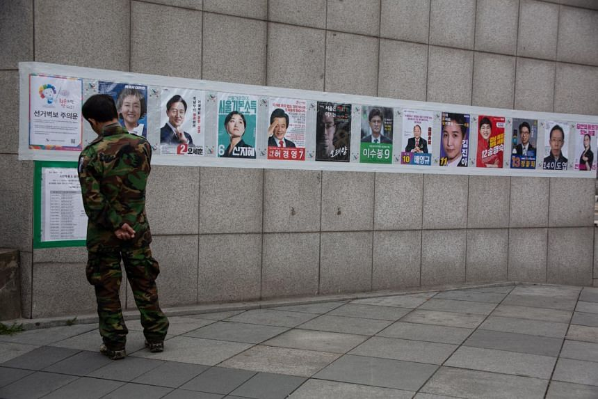 South Koreans will begin early voting on April 2 to elect mayors of Seoul and Busan.
