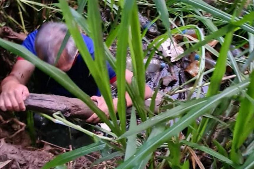 Gary (not his real name), who is in his 60s, fell in a ditch near Bukit Timah Expressway on March 21 and was trapped there for about 90 minutes.