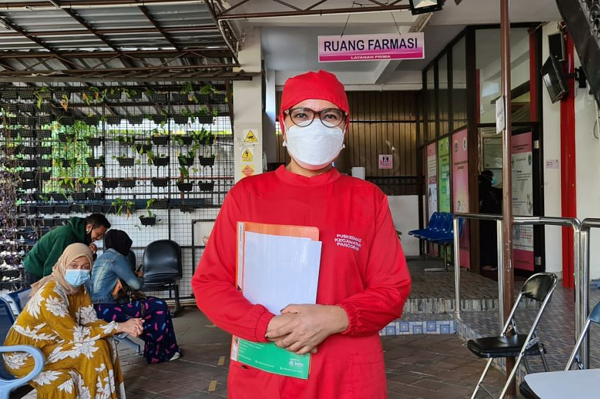 Indonesian midwife Resti Damanik is among 114,000 vaccinators mobilised to assist the country's mass vaccination drive.