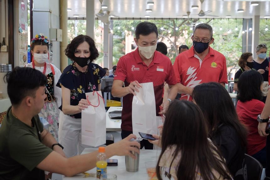 Poland's Ambassador to Singapore Magdalena Bogdziewicz (left) and Sembawang GRC MP Lim Wee Kiak (middle) distributing Polish eggs at a coffee shop in Sembawang Drive on April 3, 2021.