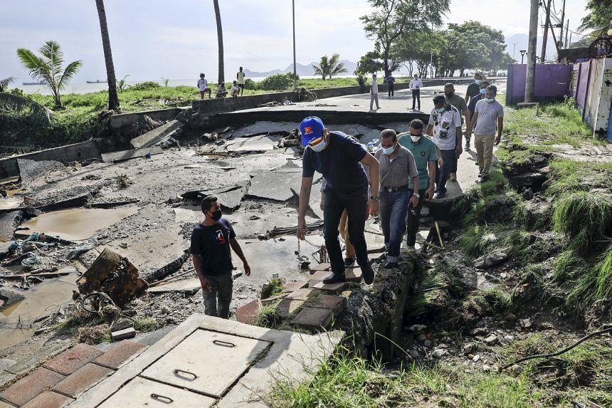 <p>epa09117911 Officials inspect a damaged road in the aftermath of floods in Dili, East Timor, also known as Timor Leste, 06 April 2021. More than 150 people have been killed in eastern part of Indonesia and neighbouring East Timor, after floods and