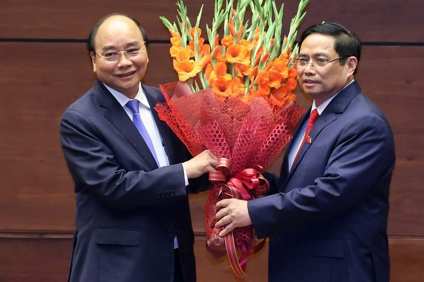 President Nguyen Xuan Phuc (left) and Prime Minister Pham Minh Chinh were invited to visit Singapore.