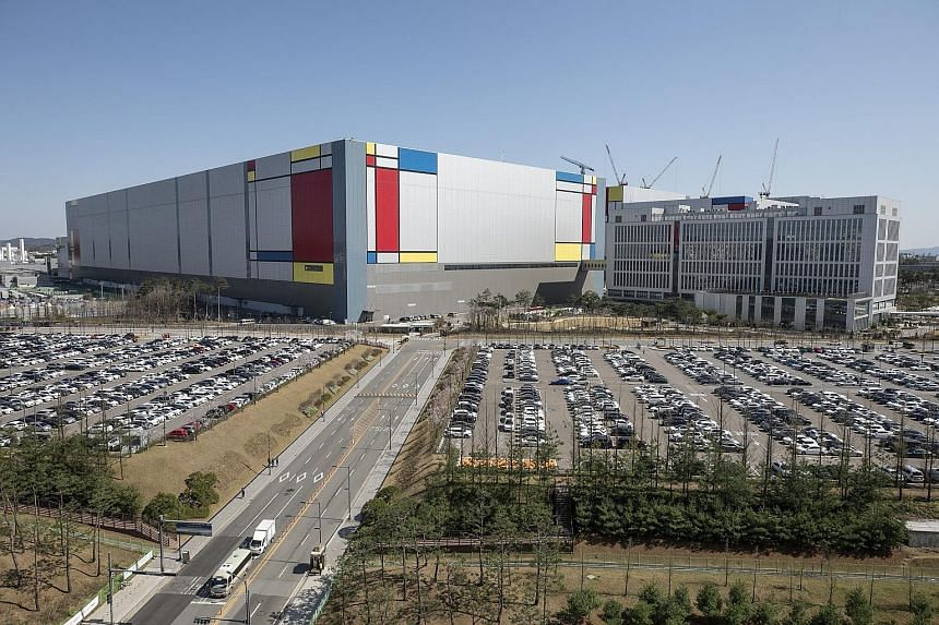 Samsung Electronics' semiconductor manufacturing plant in Pyeongtaek, South Korea. The company said it expects operating profit of 9.3 trillion won (S$11.1 billion) for January to March, up 44.2 per cent from a year earlier. PHOTO: BLOOMBERG