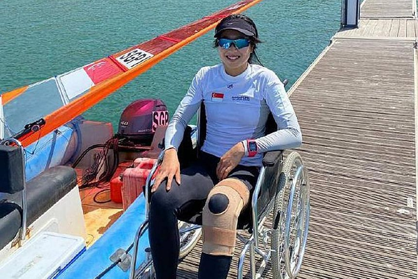 Windsurfer Amanda Ng, when not competing, has been using a wheelchair in Oman since her injury. But she pushed herself in 13 races and topped the three-woman RSX field.