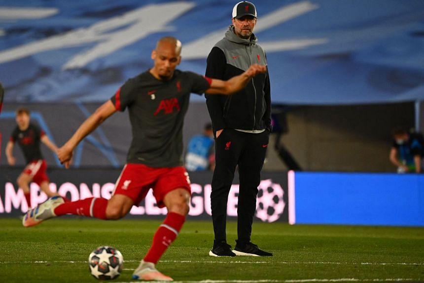 Klopp looks on during a Champions League warm-up on April 6, 2021.