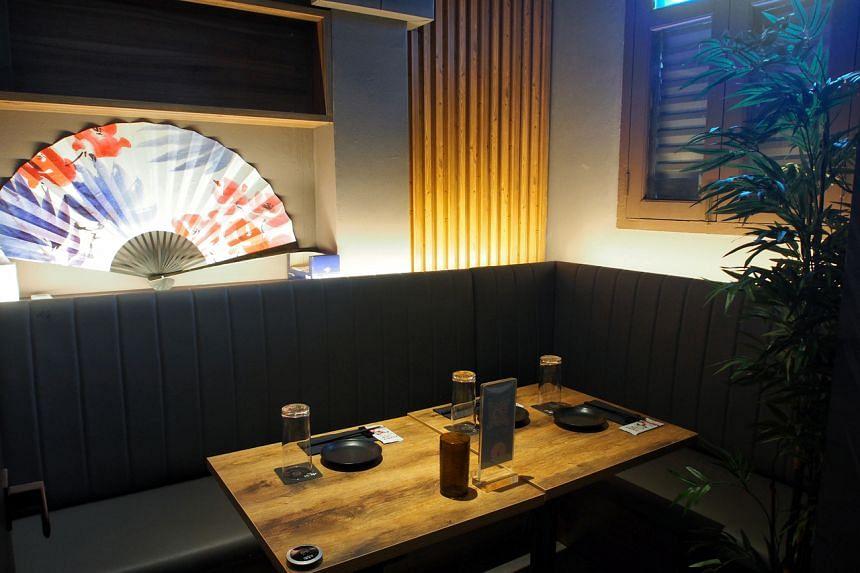 Kakurega is an izakaya where you can while away an evening pleasantly.