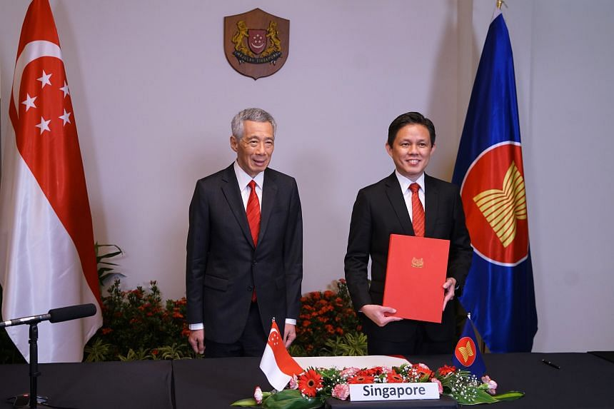 Prime Minister Lee Hsien Loong and Minister for Trade and Industry Chan Chun Sing at the 4th Regional Comprehensive Economic Partnership Summit on Nov 15, 2020.