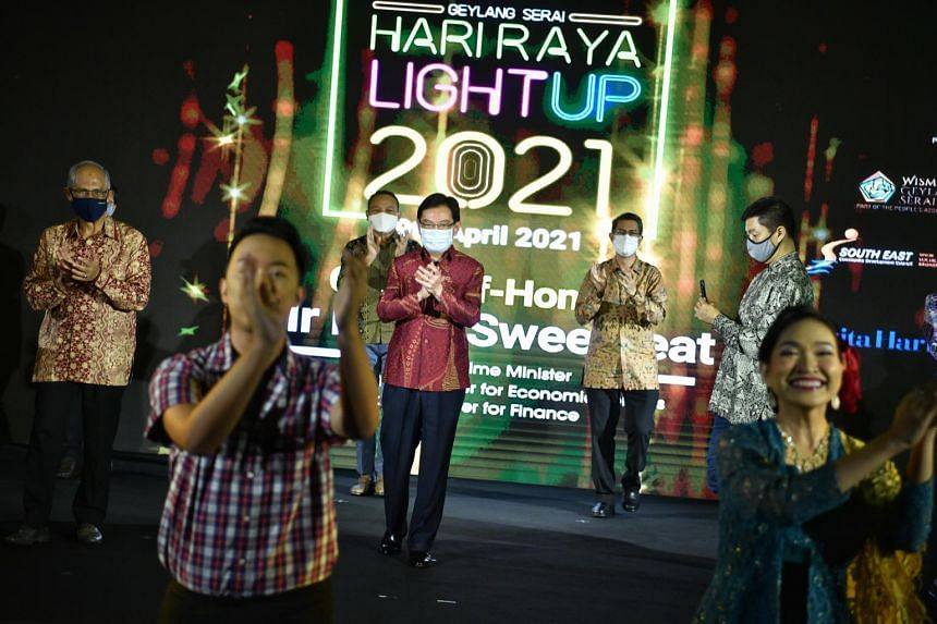 DPM Heng Swee Keat (centre) at the Hari Raya light-up on April 9, 2021 with (from left) Minister-in-charge of Muslim Affairs Masagos Zulkifli, South East District Mayor Mohd Fahmi Aliman, Minister of State for Home Affairs and National Development Fa