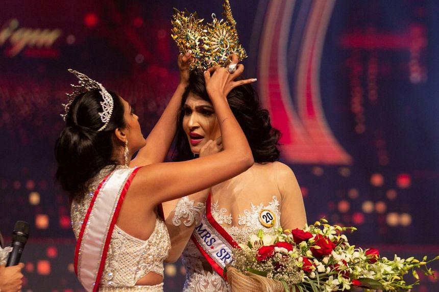 2020 Mrs World winner Caroline Jurie (left) forcibly removes Mrs Sri Lanka Pushpika De Silva's crown during the Mrs Sri Lanka pageant in Colombo on April 4, 2021.