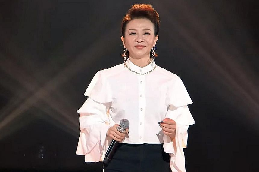 2021 SOMEWHERE IN TIME WESTERN SONGS CONCERT: Taiwanese singers Coco Fang (above) and Shennio Lin joined hands for an online concert on April 7, performing covers of English songs.