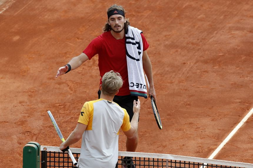 Stefanos Tsitsipas (top) shaking hands with Alejandro Davidovich after the latter withdrew from the match, at the Monte Carlo Masters on April 16, 2021.