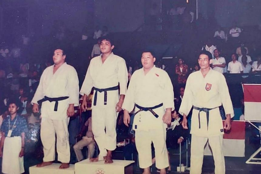Mr Ho Yen Chye (second from right) won a bronze medal at the 1991 SEA Games.