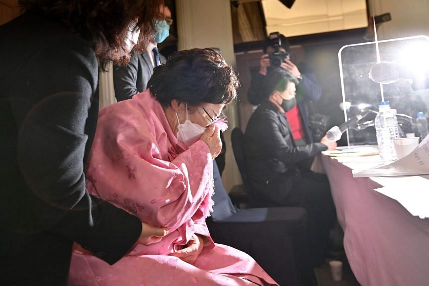 """A former South Korean """"comfort woman"""" weeping during a press conference in Seoul on Feb 16, 2021."""