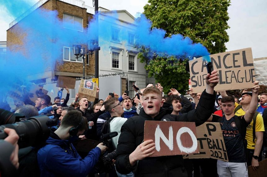Football fans protest against the proposed European Super League outside Stamford Bridge football stadium in London on April 20, 2021.