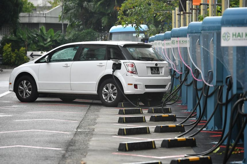 In a fuel cell electric vehicle, electricity is supplied by a fuel cell stack.
