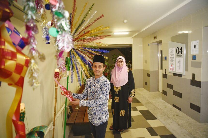 Mr Abdullah bin Abdul Rahman and Madam Rashida A. Rahman have spruced up the corridor at level 4 of Block 117 Tampines Street 11 with decorations.