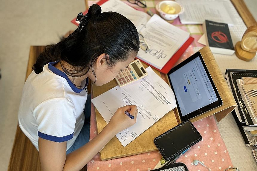 Primary 6 pupil Oh Sue-Ann, 11, who will be taking the PSLE this year under the new scoring system, which will score each standard-level PSLE subject using eight bands known as achievement levels. Zhonghua Primary School pupils after they had collect