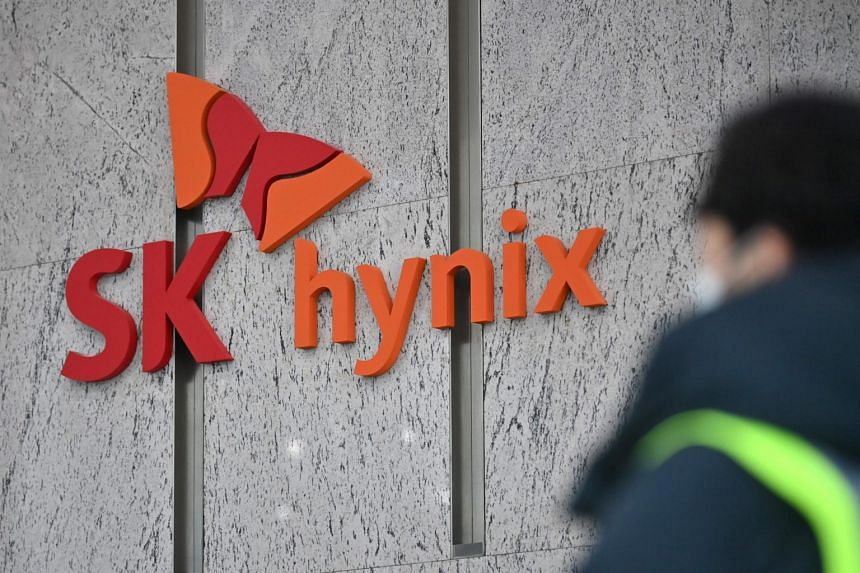 Shares in SK Hynix fell 2.9 per cent, lagging a 0.8 per cent drop in the broader market.