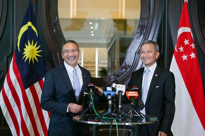 Malaysia's Foreign Minister Hishammuddin Hussein (left) will meet Foreign Minister Vivian Balakrishnan during his trip.