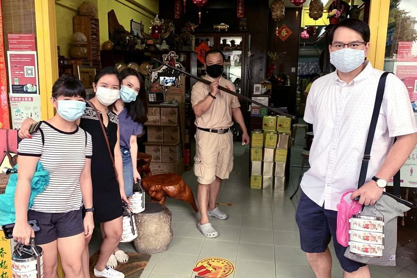 Indie Singapore's Traditional Taste Tour includes a visit to tea merchant Pek Sin Choon.