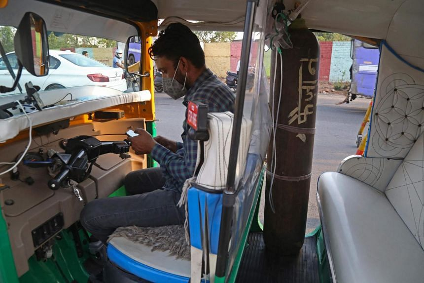 Mr Mohammad Javed Khan fitted his auto-rickshaw with an oxygen cylinder, an oximeter to measure oxygen levels in the blood, and other medical supplies.