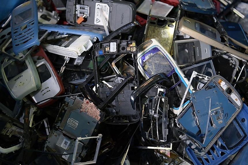"""The """"take-make-waste"""" life cycle of technological products is contributing to the huge amount of electronic waste and exacerbating the climate crisis, says the writer."""