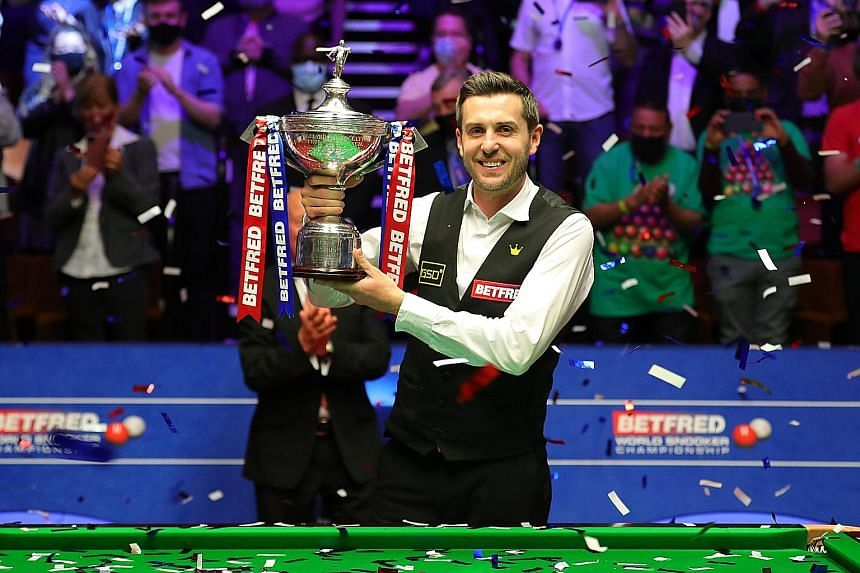 England's Mark Selby celebrating with the trophy after he defeated compatriot Shaun Murphy 18-15 on Monday to win the world snooker title. PHOTO: TWITTER/WORLD SNOOKER TOUR