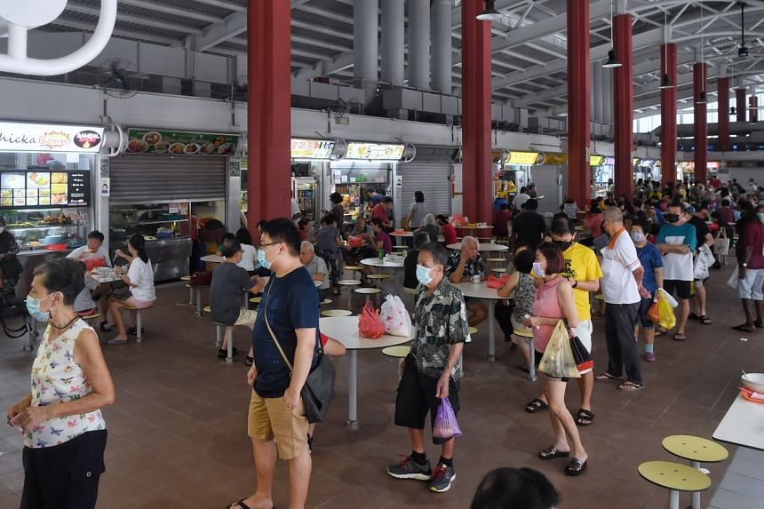 Kim Keat Palm Market and Food Centre in Toa Payoh Lorong 7 saw snaking queues for many stalls.