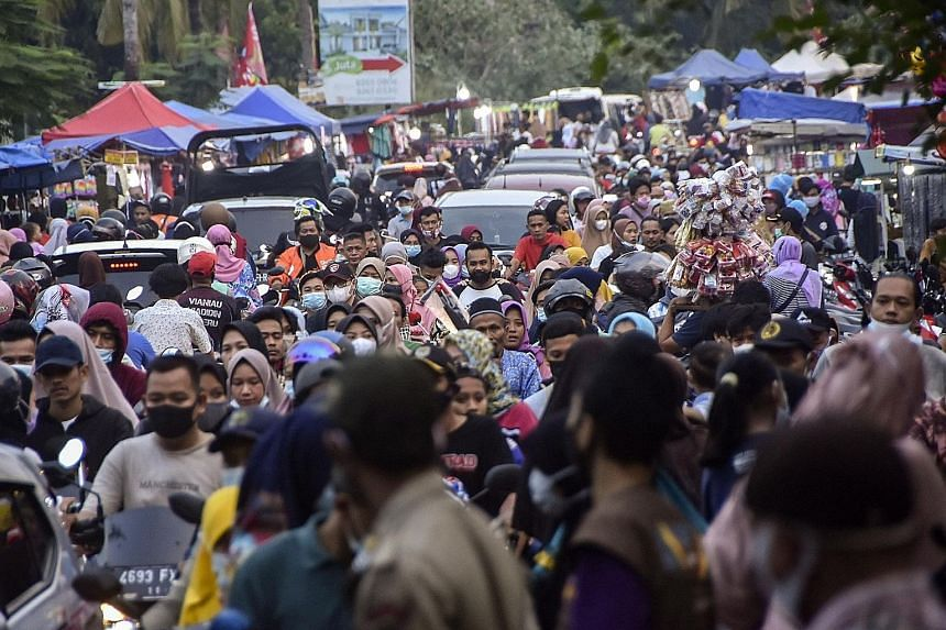 Crowds at a market in Bekasi, West Java, on Sunday. Despite a ban on heading back to their hometowns for Hari Raya Aidilfitri, some Indonesians have managed to sneak past the 381 checkpoints set up across Sumatra, Java and Bali. Only those on officia