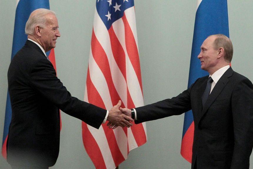 US President Joe Biden (left) has said he would like to hold a summit with Russian President Vladimir Putin.