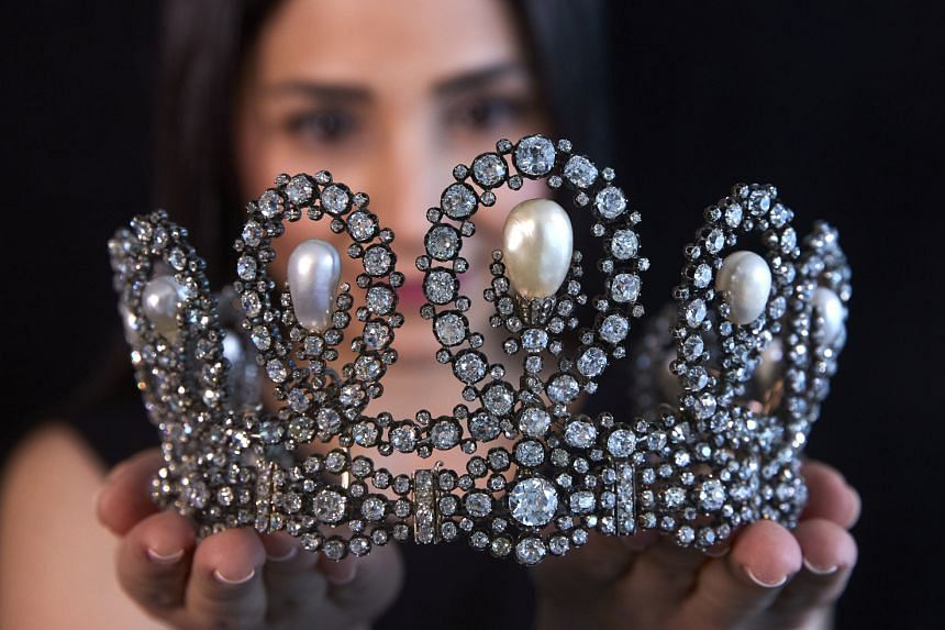 The tiara features graduated scroll motifs set with diamonds and natural pearls.