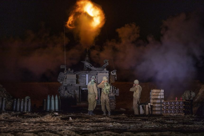 Israeli artillery across the border in Israel fire into the Gaza Strip, on May 13, 2021.