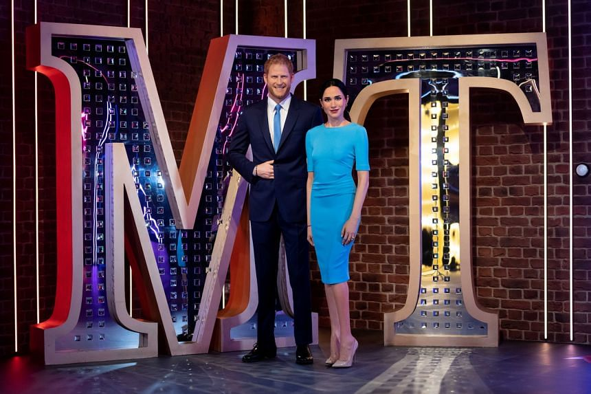 The figures of Prince Harry and Meghan in their new position in the Hollywood section.