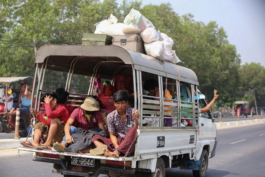 Those fleeing say thousands of people left Mindat town after the army attacked to uproot Chinland Defence Force fighters.