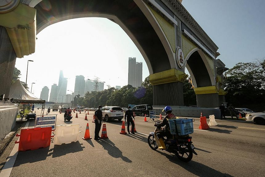 THAILAND People being tested for the coronavirus at a carpark in Bangkok on Monday. Thailand has reported 135,439 infections and 832 deaths since the pandemic began last year. PHOTO: EPA-EFE MALAYSIA A border checkpoint between Kuala Lumpur and Selan