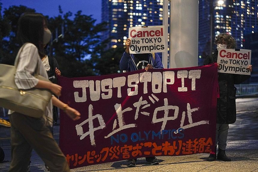 Protesters, who are against the Tokyo 2020 Olympics being held amid the pandemic, appealing to pedestrians in the capital city last Friday.