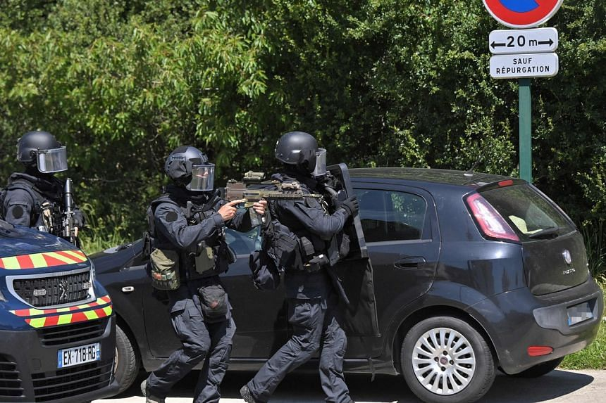 There was a shoot-out during the arrest and some policemen were slightly injured.