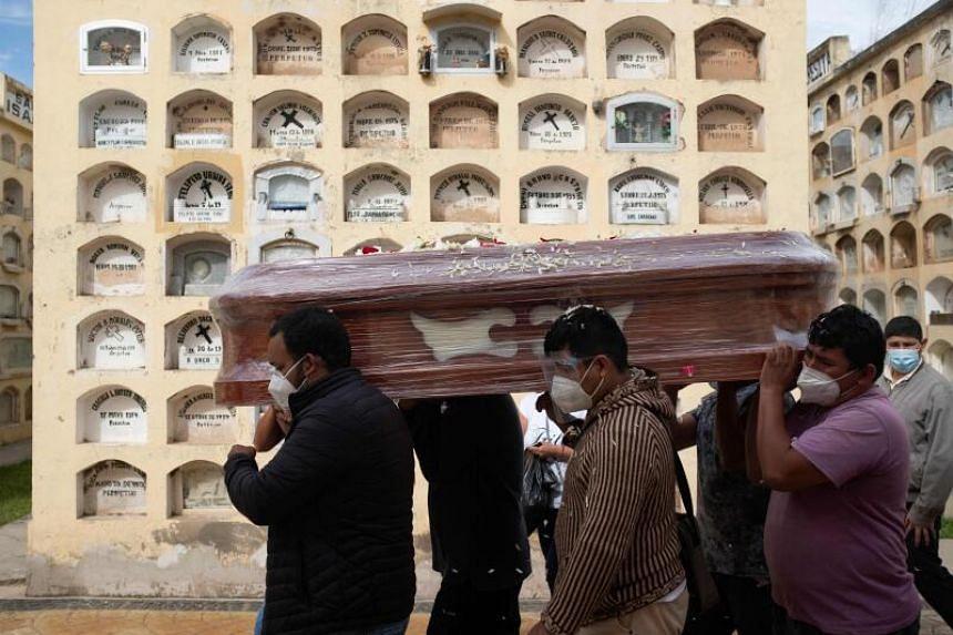 Peru has 5,484 deaths per million inhabitants.