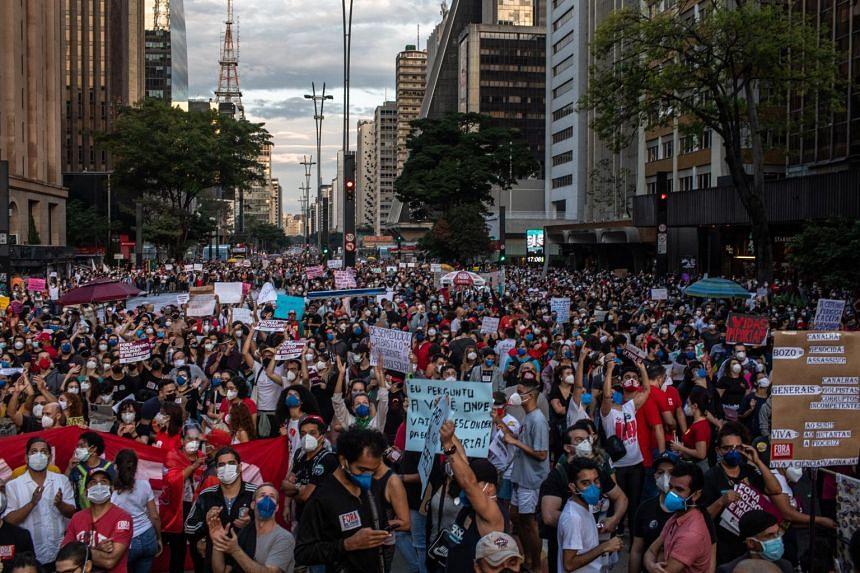 People protesting against the Bolsonaro government in Avenida Paulista, Sao Paulo, on May 29, 2021.