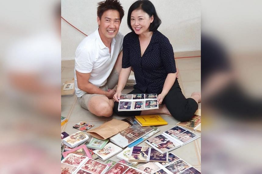 Actor Edmund Chen posted several pictures on social media, including one of him and Xiang Yun looking at photo albums.