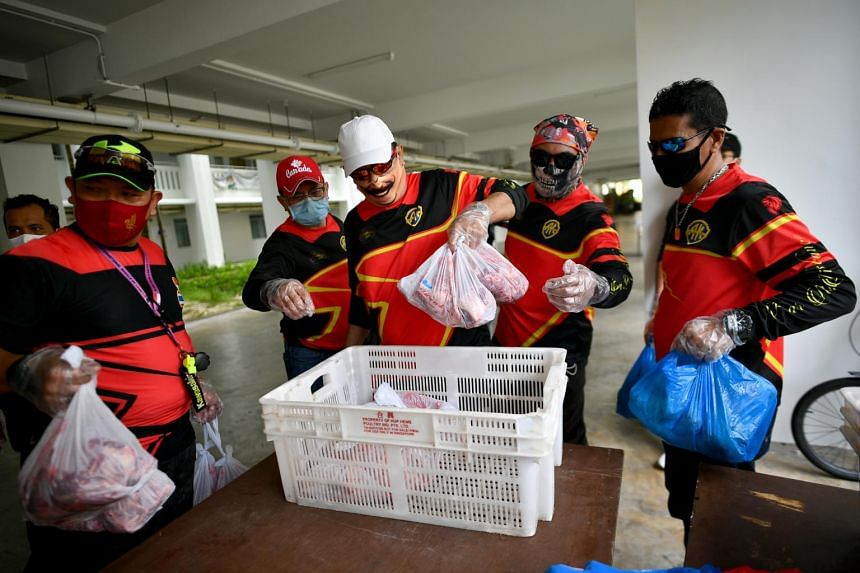 Volunteers collecting packets of korban meat for distribution at Block 182 Rivervale Crescent on Aug 15, 2020.